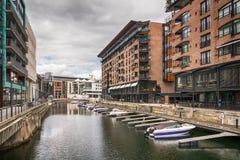 Łodzie w kanale, Aker Brygge okręg w Oslo, Norwa Obrazy Royalty Free