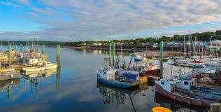 Łodzie w schronieniu przy niskim przypływem w Digby, nowa Scotia obraz stock