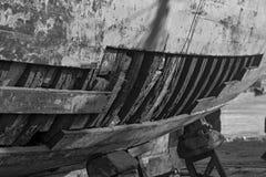 Łodzie w wiosce rybackiej zdjęcie stock