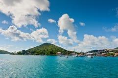 Łodzie w zatoce przy rejsem przesyłają w Charlotte Amalie, St Tho Zdjęcie Stock