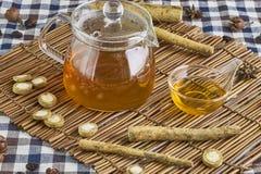 Łopianowa ziołowa herbata Zdjęcie Royalty Free