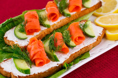 Łososiowe kanapki Zdjęcia Stock