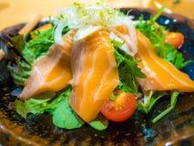 Łososiowego rozkazu restauracyjny japoński styl obraz stock