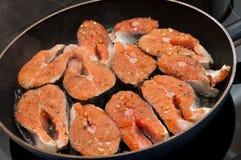 Łososiowy kucharstwo obraz royalty free