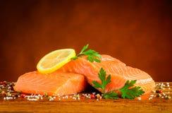 Łososiowy Rybi Polędwicowy z solą i Peppercorn obrazy royalty free