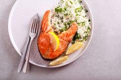 Łososiowy stek i zielarscy basmati ryż Obrazy Stock