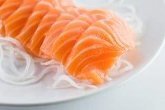 Łososiowy surowy sashimi na bielu zdjęcia royalty free