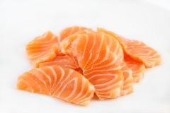 Łososiowy surowy sashimi na bielu obraz stock