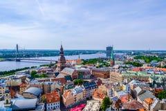 łotwa Riga Widok z lotu ptaka na starym miasteczku od wierza kościół St Peter obraz stock