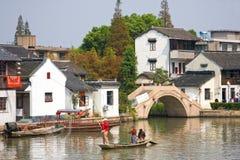 Łowiący w kanale, Zhujiajiao, Chiny Zdjęcie Stock