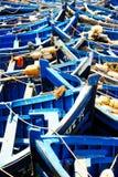 Łowić błękitne łodzie w Marocco Udziały błękitne łodzie rybackie w Zdjęcie Royalty Free