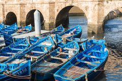 Łowić błękitne łodzie w Marocco Udziały błękitne łodzie rybackie w Obrazy Royalty Free