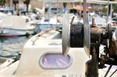 Łowić kablowego bęben na trawler łodzi obrazy stock