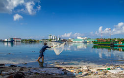 Łowić od zanieczyszczonej wody Zdjęcia Stock