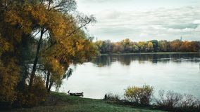 Łowić przy rzeką obraz royalty free