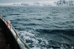 Łowić statek jest pływać przy morzem Fotografia Royalty Free