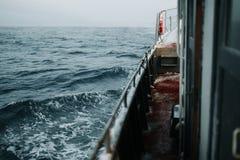 Łowić statek jest pływać przy morzem Obraz Stock