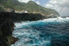 Łowić w głębokim błękitnym morzu zdjęcia stock