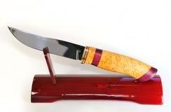 Łowiecki nóż na stojaku. Obrazy Royalty Free