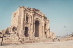 Łuk Hadrian w antycznym Jordańskim mieście Gerasa, dzień Jerash, Jordania Ja lokalizuje o 48 km północy Amman zdjęcie royalty free