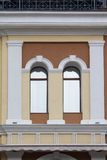 Łukowata fasada okno w klasycznym stylu obraz royalty free
