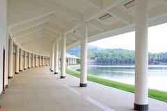 Łuku korytarz w parku, porcelana Obraz Royalty Free