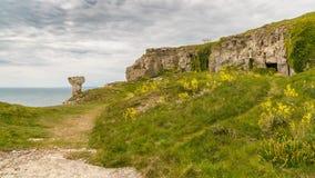 Łup ruiny przy St Aldhelm ` s głową, Jurajski wybrzeże, Dorset, UK obrazy stock