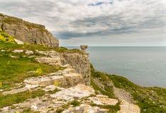 Łup ruiny przy St Aldhelm ` s głową, Jurajski wybrzeże, Dorset, UK zdjęcie stock