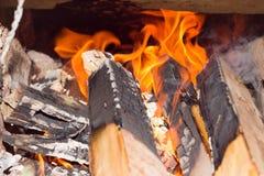 Łupka blask w ryral kuchence od cegły Alternatywnej energii podśmietanie Zdjęcia Royalty Free