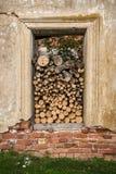 Łupka brogująca w otwarciu okno Fotografia Stock