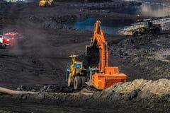Łupu dumptruck pracuje w kopalni węgla Zdjęcia Royalty Free