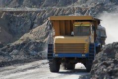 Łupu dumptruck pracuje w kopalni węgla Zdjęcie Stock