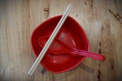 Łyżka i chopsticks Umieszczający w filiżance, fotografia royalty free