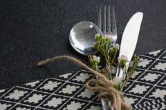 Łyżka, rozwidlenie, masło nóż i kwiat, wiązaliśmy up z arkaną Obrazy Royalty Free