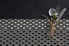 Łyżka, rozwidlenie, masło nóż i kwiat, wiązaliśmy up z arkaną Fotografia Royalty Free