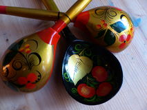 Łyżki i tableware zbliżenie Khokhloma - antyczny Rosyjski ludowy rzemiosła XVII wiek Tradycyjni elementy Khokhloma Zdjęcie Royalty Free