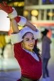 Łyżwiarka ubiera w górę Santa Claus jako zdjęcia stock