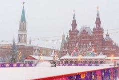 Łyżwiarski lodowisko na placu czerwonym w opadzie śniegu w Moskwa Rosja fotografia stock