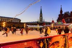 łyżwiarstwa lodowisko w dniach wakacje boże narodzenia i nowy rok na placu czerwonym zdjęcia stock