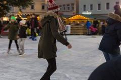 łyżwiarstwo figurowe w januar zimy popołudniu obraz stock