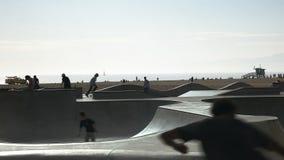 Łyżwowy park przy Venice Beach Kalifornia zbiory wideo