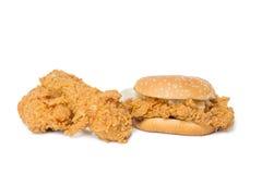 Łydka, klatka piersiowa pieczony kurczak i chipsa kurczak hamburger odizolowywający na w, Fotografia Stock