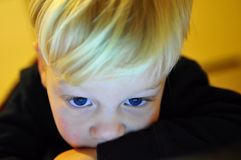 œil bleu de chéri image libre de droits
