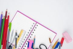 ¹ ŒNotebook à и инструменты школы или офиса на белой предпосылке Стоковое фото RF