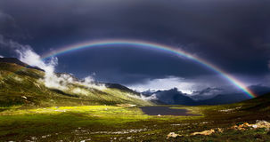 ¼ ŒTibet Œgrasslandï ¼ Rainbowï стоковые фотографии rf
