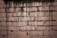 Ściana cegły malował menchie z czarnymi smugami zdjęcie royalty free