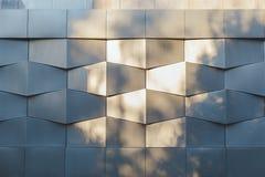 Ściana czarnego metalu futurystyczny nowy budynek z flecks światłem słonecznym Zdjęcia Royalty Free