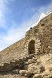 Ściana i wejściowa brama w Monsaraz miasteczku, Ã ‰ vora okręg, Portugalia Zdjęcia Stock