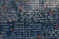 Ściana miłość Ściana w Paryż z ` kocham ciebie ` pisać w wszystkie ważnych międzynarodowych językach fotografia royalty free