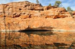 Ściana odbijająca w wodzie Obrazy Stock